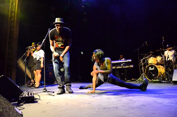 2Face and dancers at New World Nigeria image (c) Sloetry