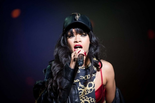 rihanna perform grammy chris brown